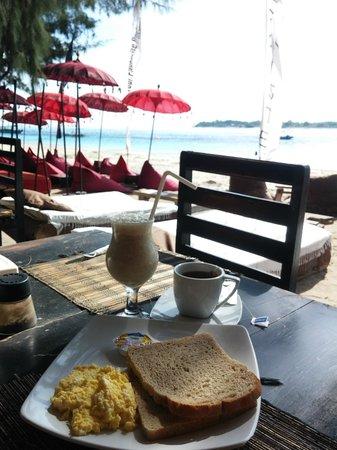 Gili Eden Hotel: Free Breakfast at Egoiste restaurant
