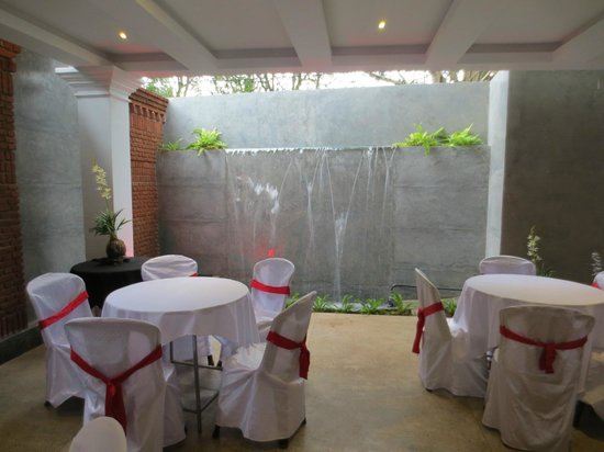 Hotel Viveka : Peaceful Dining