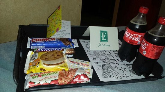 Embassy Suites by Hilton Albuquerque - Hotel & Spa: Gifts they sent up for my Daugthers Birthday!