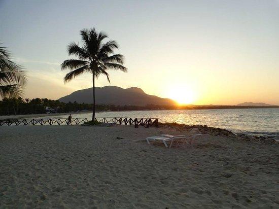 Grand Paradise Playa Dorada : Sunset on the beach.