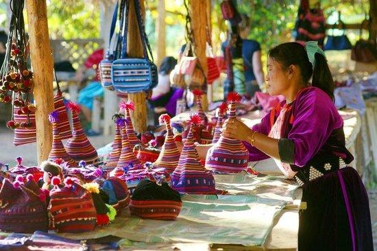 Lisu woman at a handicraft stall at Lisu Lodge