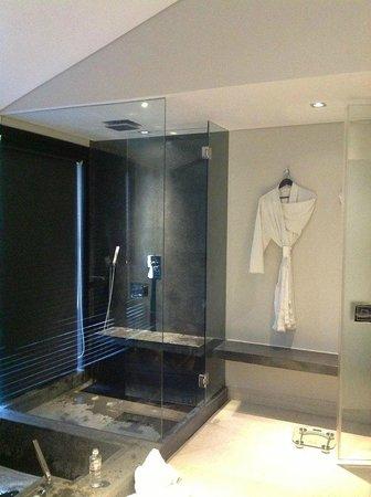 Fusion Maia Da Nang : shower