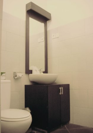 Puri Sading Hotel : Bathroom Furniture