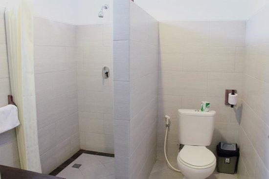 Puri Sading Hotel : Bathroom Setup