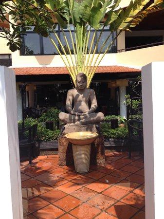 Malis Cambodian Restaurant: Inviting entrance