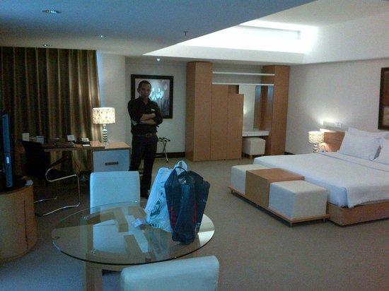 Merlynn Park Hotel : Kamar yang besar..