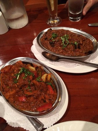 Royal India Restaurant: Chicken curry and an amazing eggplant curry