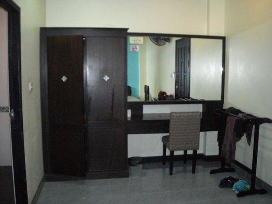 J. Hotel: big wardrobe