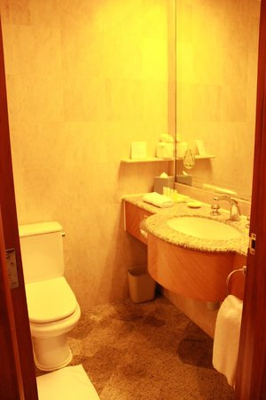 Island Pacific Hotel: bathroom