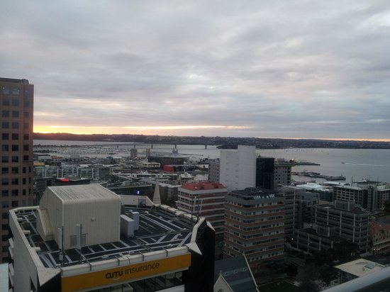 Barclay Suites Auckland : view to the right