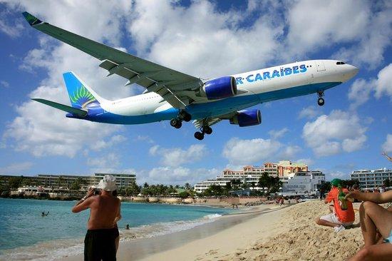 Maho, Sint Maarten: Air Caraibes
