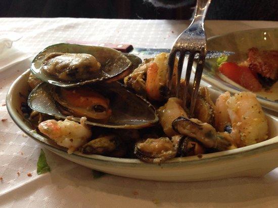 Ev Oinos: Μύδια και γαρίδες με σως