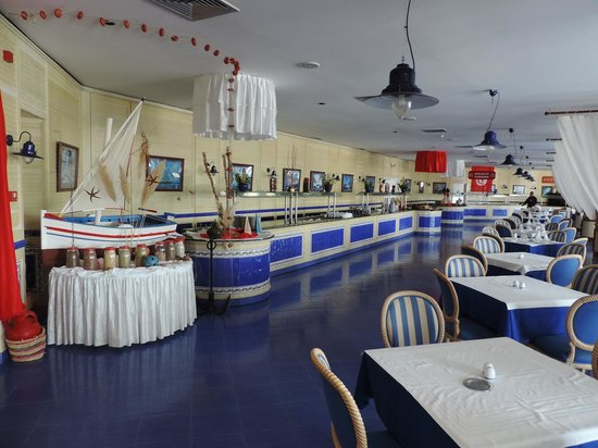 Regency Hotel and Spa : Sala da pranzo a buffet.
