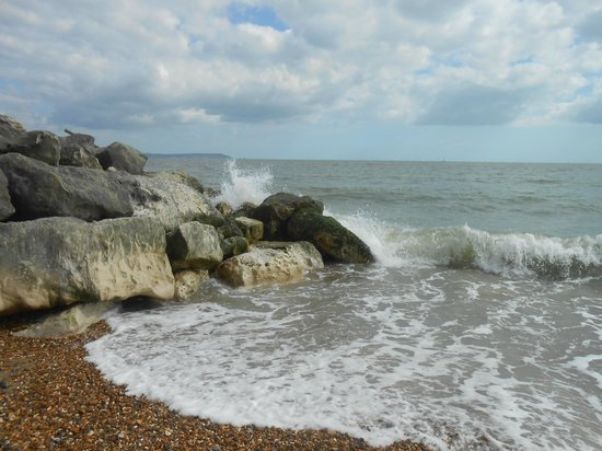 Highcliffe Castle: From the beach to the Needles
