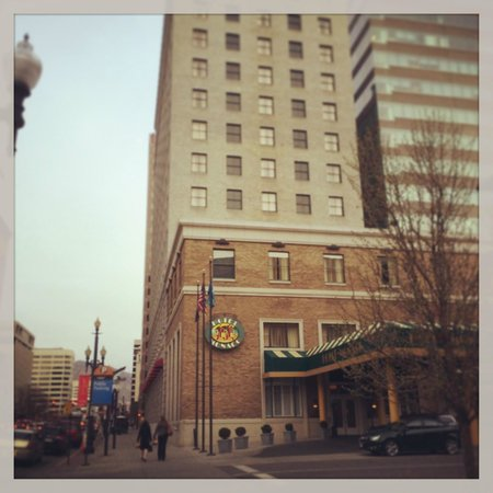 Kimpton Hotel Monaco Salt Lake City: Porte cochere/valet