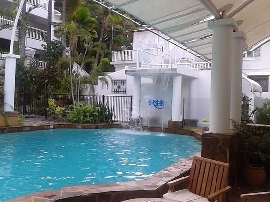 The Reef House Palm Cove - MGallery Collection : Relaxing Poolside