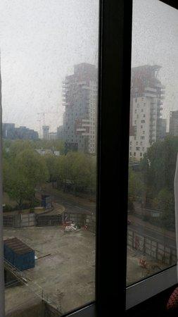 Britannia International Hotel: Verdreckte Fenster ueberall!