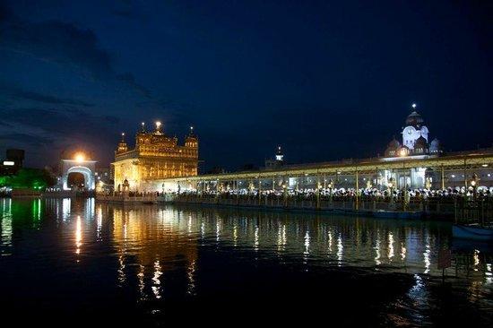 Goldener Tempel (Hari Mandir): Golden Temple at night