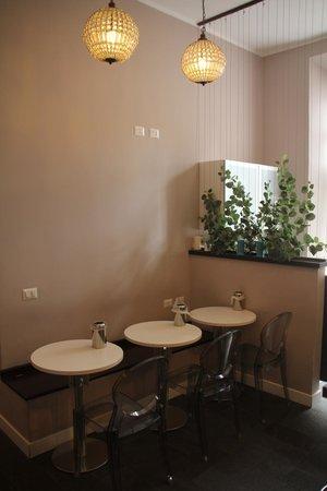 Chic & Town Luxury Rooms: Coin petit déjeuné