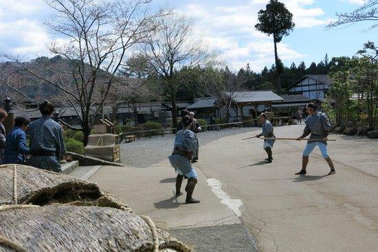 Edo Wonderland Nikko Edomura: Polisi yang mengepung pencuri