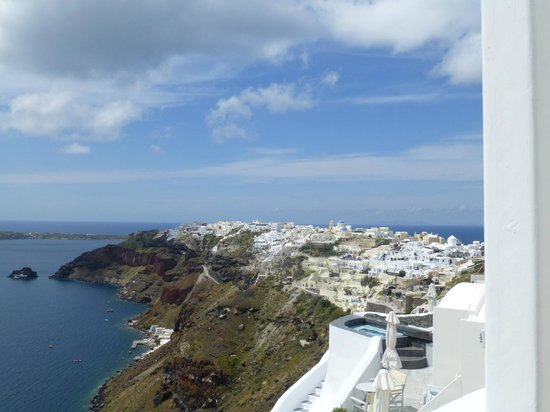 Captain John Traditional Houses: View of Oia from Captain John Traditional House