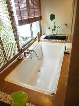 Nakamanda Resort & Spa : big bathtub
