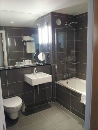 Radisson Blu Hotel, Cardiff: Ginger/lemongrass infused toiletries..mmm
