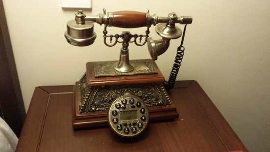 Little Hoian Boutique Hotel & Spa: Old style phone in room