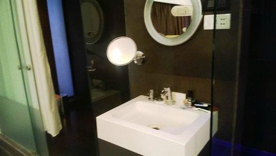 Fahrenheit Hotels and Resorts: Hand Basin