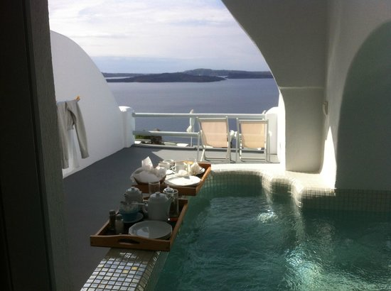 Oia Suites: Private terrace