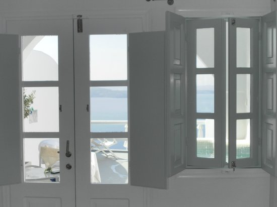 Oia Suites : From sitting area in room, looking out to the private terrace