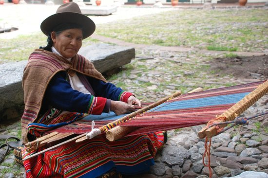 Museo Inka: Weaving demonstration
