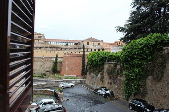 Al Colonnato di San Pietro Bed and Breakfast: view from the room