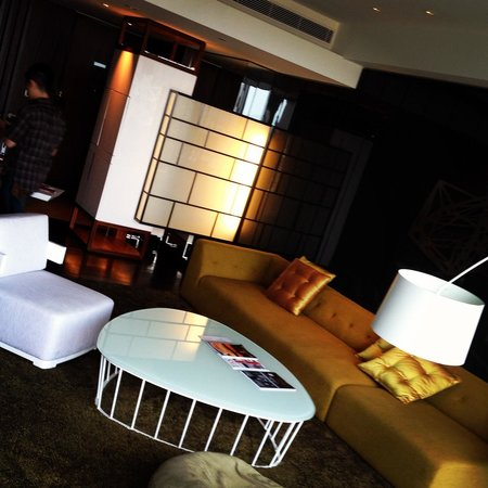 W Taipei : マーベラススイート「リビングルーム」