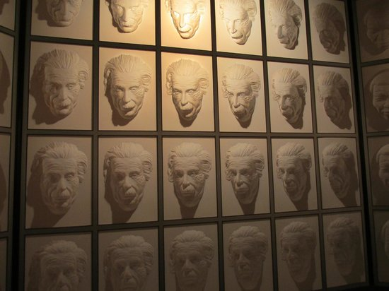 Puzzling World: Hall of Faces