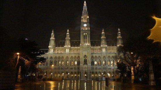 Rathaus: Вечером