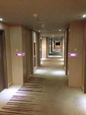 Hotel Novotel Jakarta Gajah Mada : Hallway