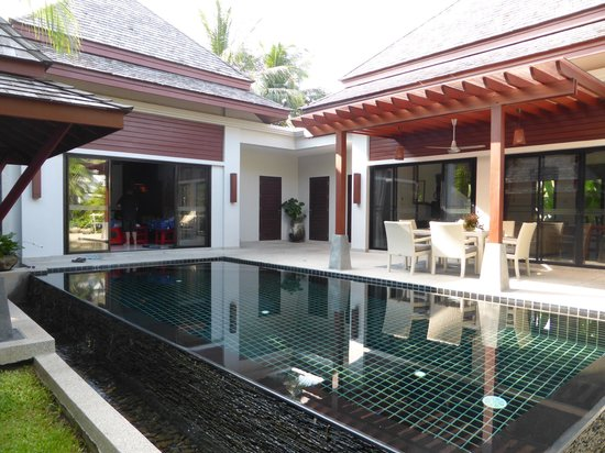 The Bell Pool Villa Resort Phuket : overview from front gate