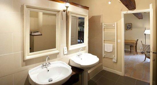 Chateau de Villereglan: Bathroom suite de luxe maison concierge