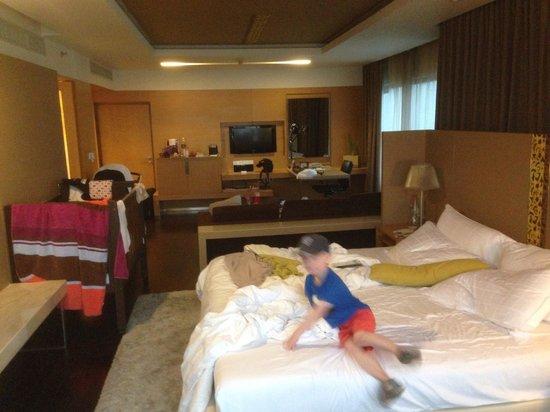 Pathumwan Princess Hotel : Bild på rummet.