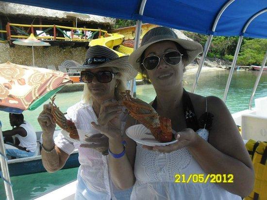 Tours en Islas del Rosario: comiendo langostas Islas del Rosario