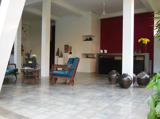 Viroth's Villa: Lobby