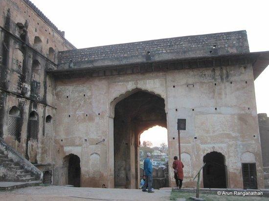 Orchha Fort : Fort entrance