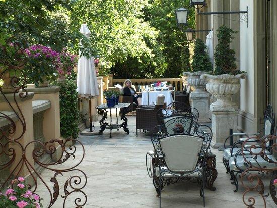 Le Chatelat: Breakfast on the terrace