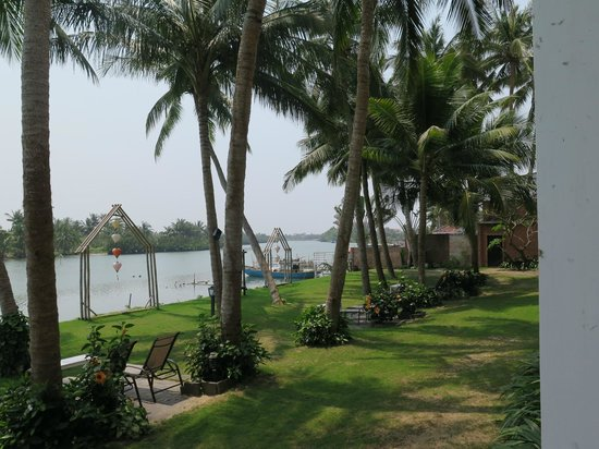 River Beach Resort: The River