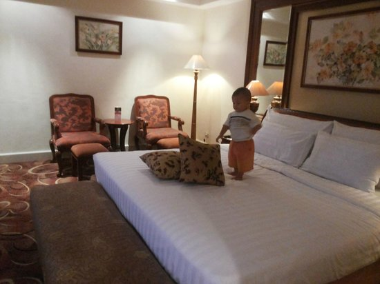 Arion Swiss-Belhotel Bandung : wow... i'm a king in this room...
