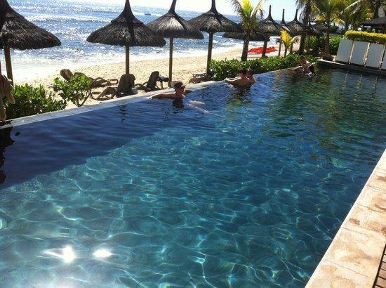 Récif Attitude : piscineà débordement, plage