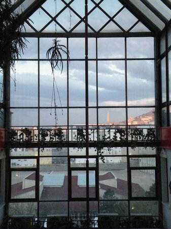 Altinoz Hotel: View over the atrium from the 4th landing