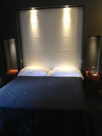 Hotel Metropolis - Chateaux & Hotels Collection: Двуспальная кровать стандартного номера