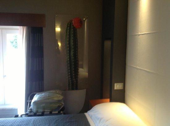 Hotel Metropolis - Chateaux & Hotels Collection: В каждом номере — свой элемент декора. У нас кактус.